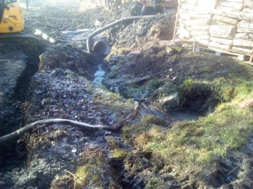 Zatrubnění otevřeného koryta kanalizace uprostřed obce 2017